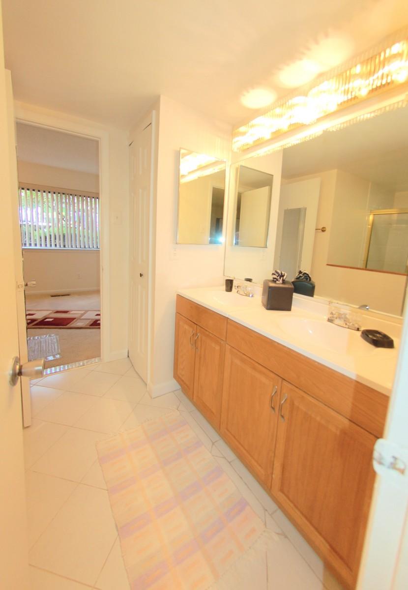 3027HawthorneDrNE-8-Bath2